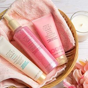 Mary Kay Pomegranate Satin Hands® Pampering Set